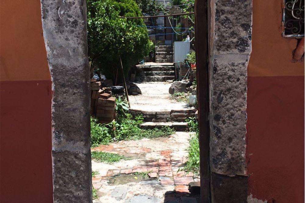 2 of 6: Vista parcial interna de la propiedad