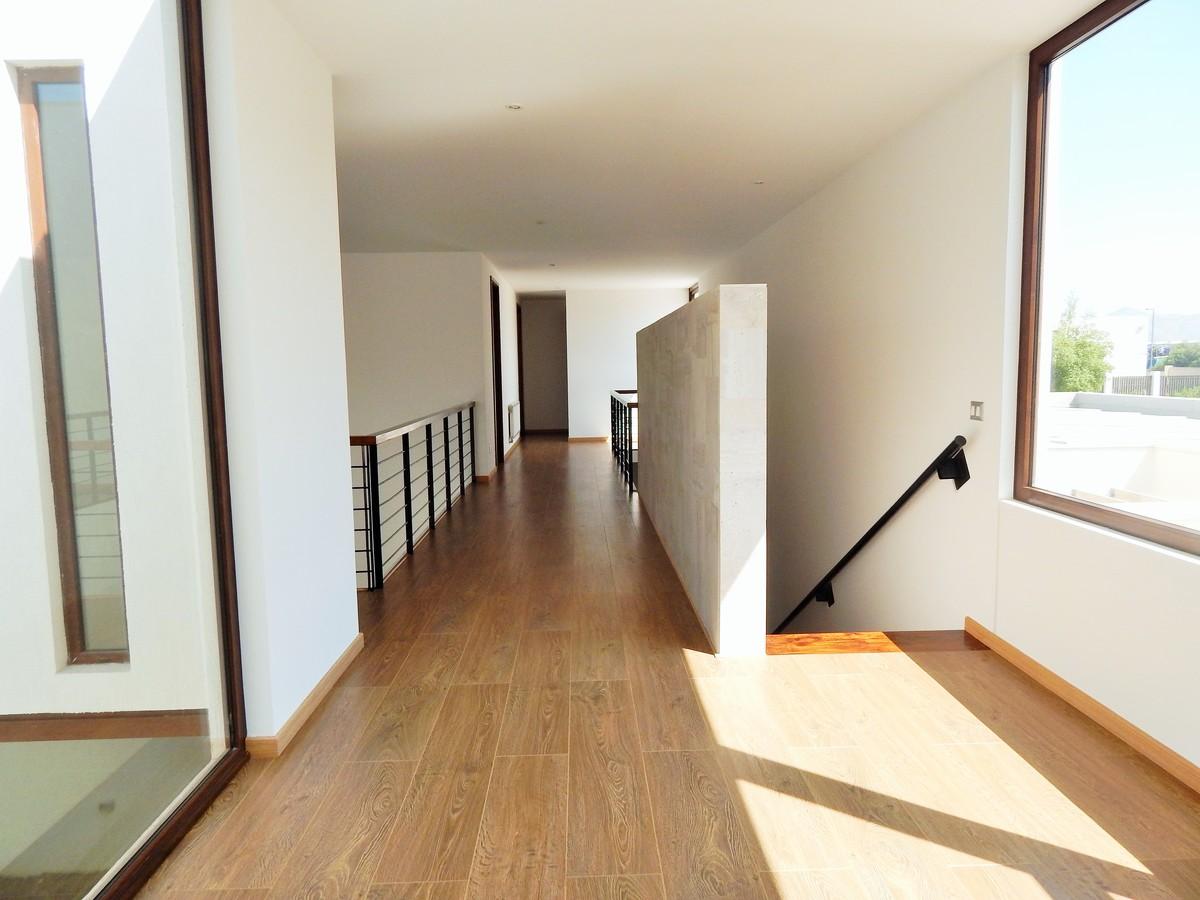 13 de 45: Pasillo segundo piso