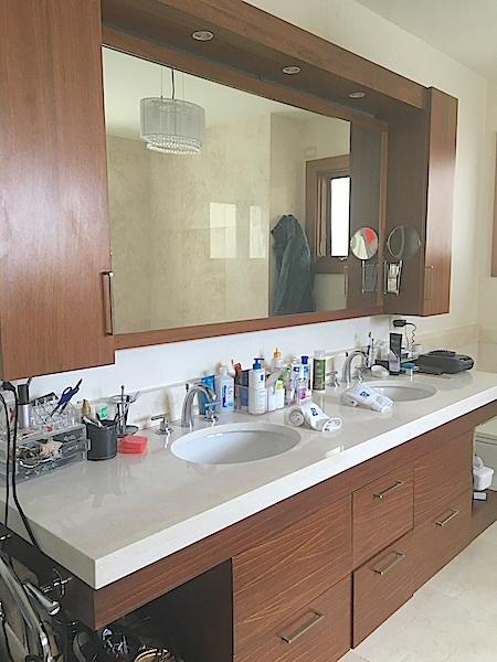 19 de 22: Doble lavamanos baño hab. principal
