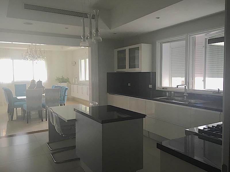 10 de 22: Aire en la cocina y luces indirectas