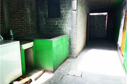 4 of 5: Patio y area de lavado