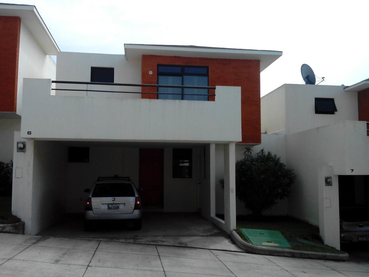 1 de 4: Frente de la Casa