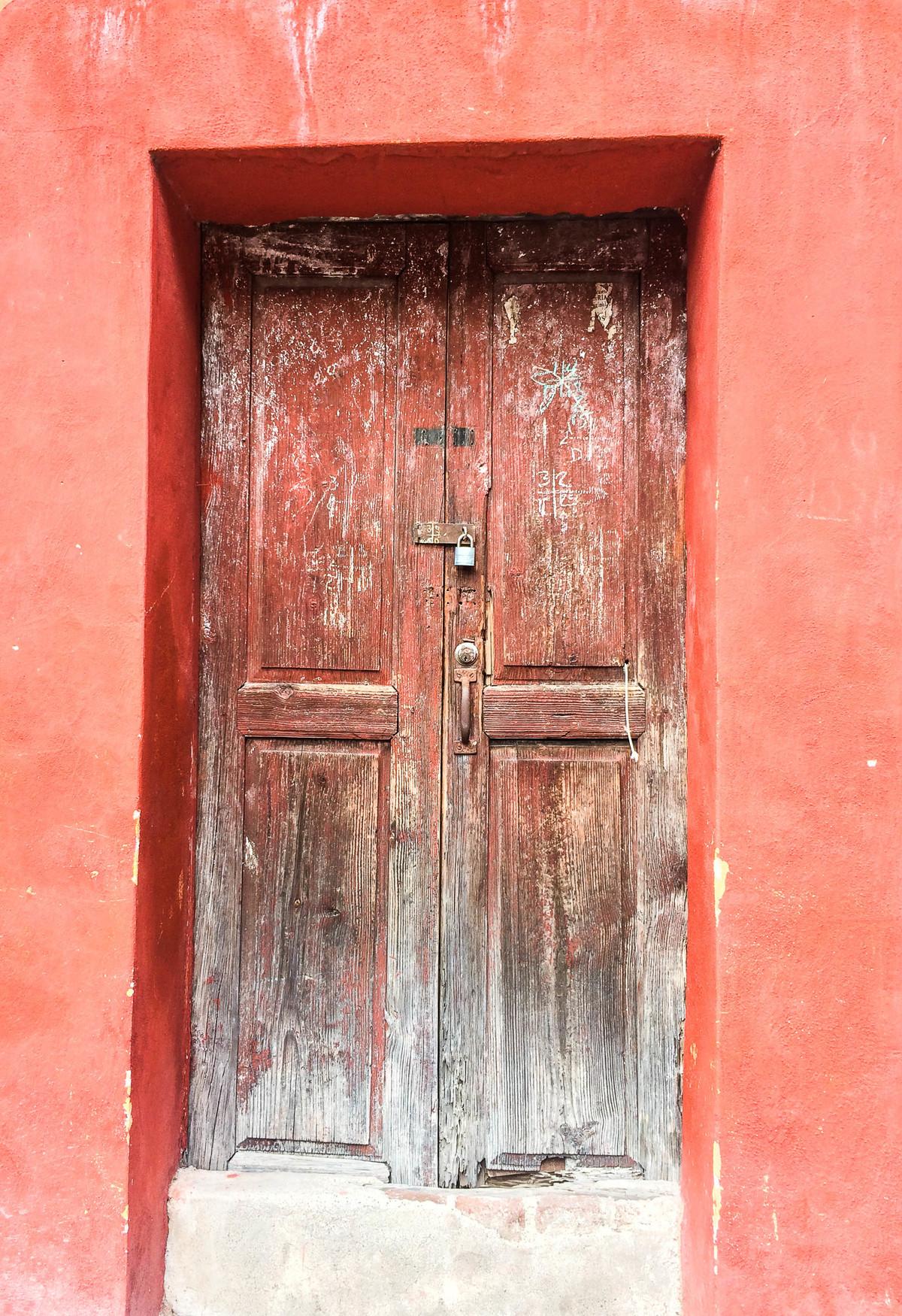 2 of 7: La historia de San Miguel esta en cada puerta.