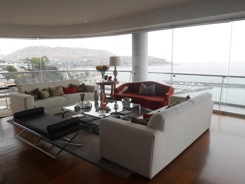 4 de 50: Sala con Vista al Mar