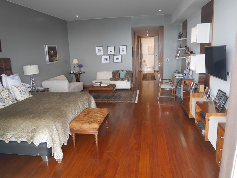 26 de 50: Dormitorio Principal de gran tamaño con Vista al Mar