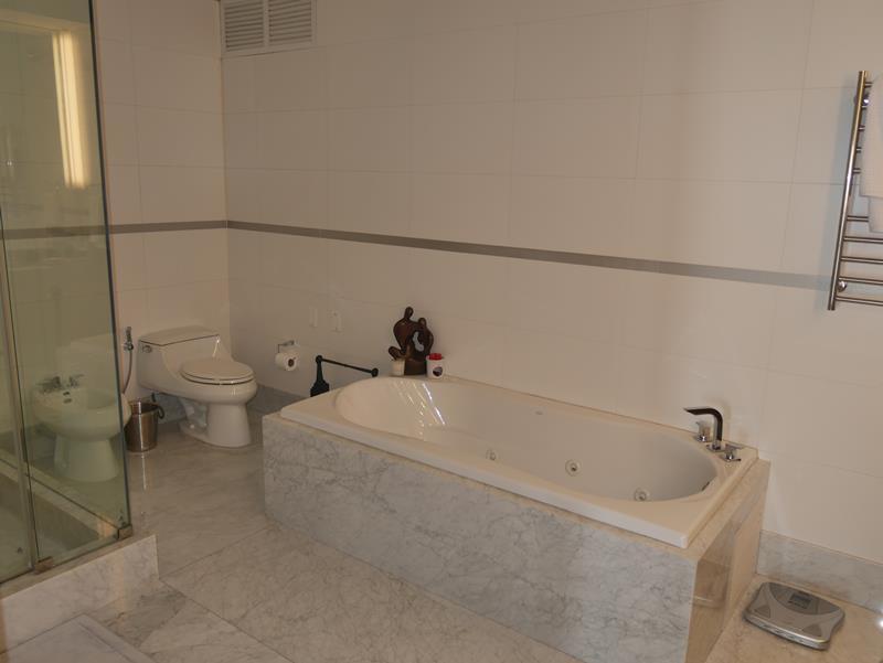 27 de 50: Jacuzzi en Baño Principal