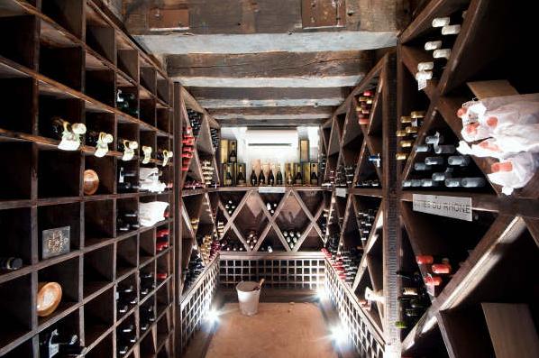 12 de 21: Wine cellar