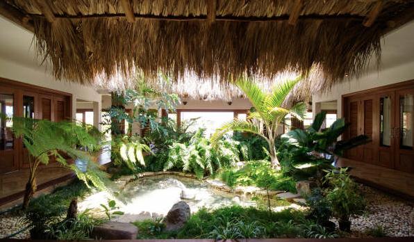 10 de 21: Inner garden with fountain