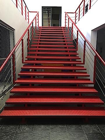 8 de 9: Escalera acceso al 2do. nivel