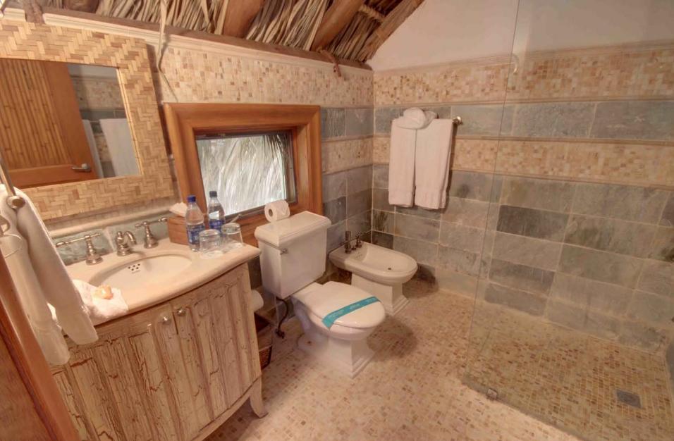 8 de 29: Secondary Bathroom
