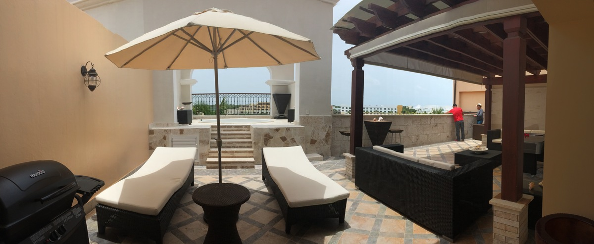10 de 12: Second level terrace with Bar - BBQ - and Lounge area