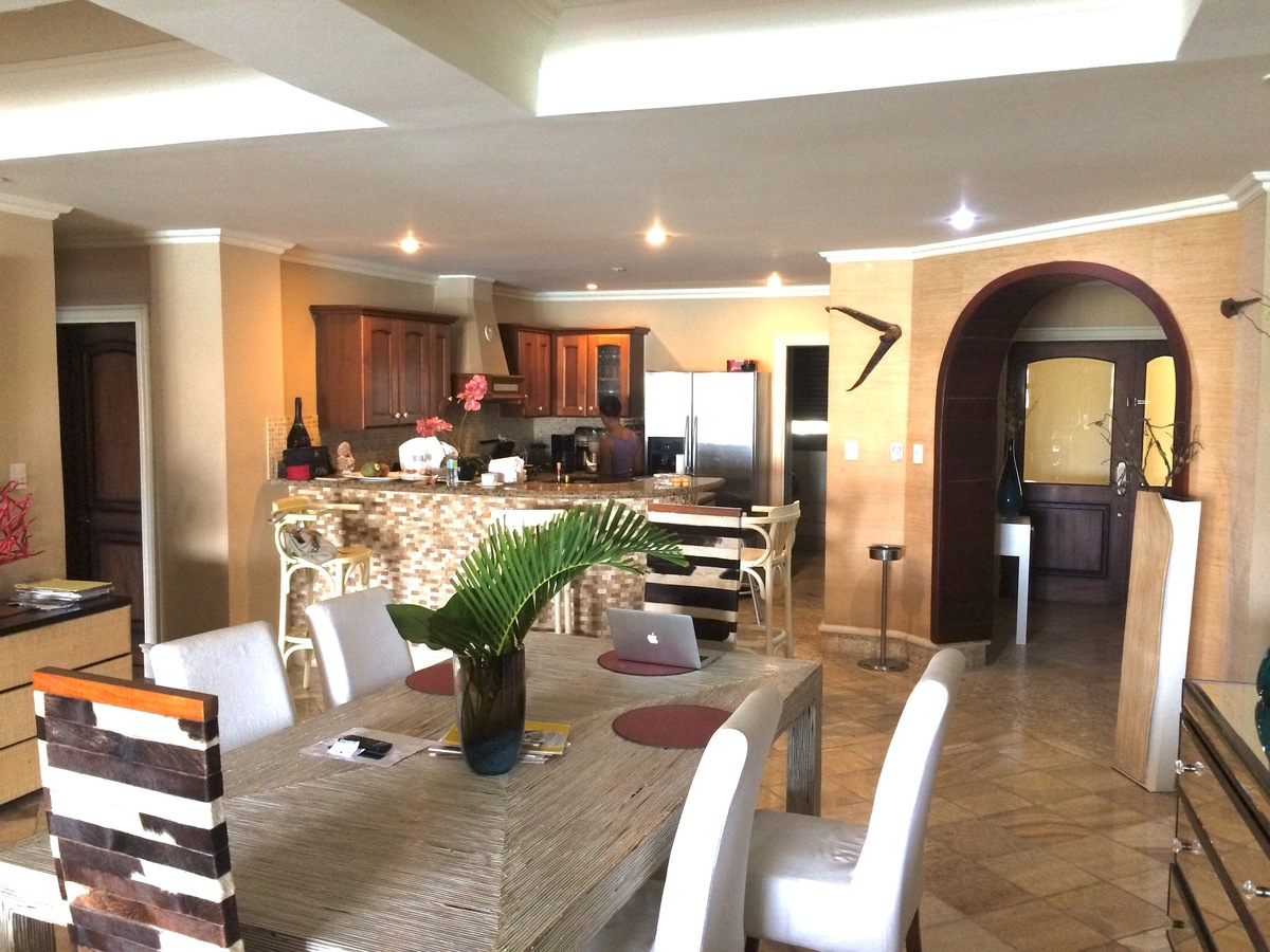2 de 12: Kitchen & Dining area