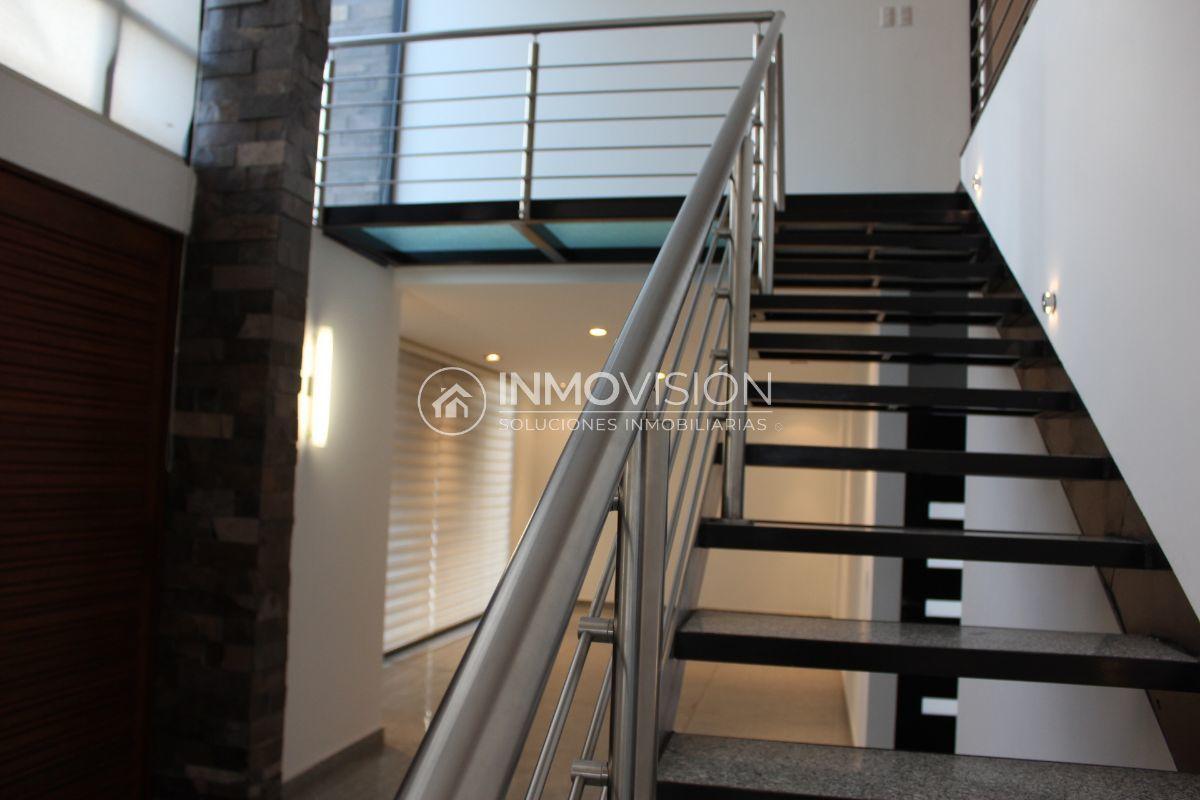 14 de 50: Escaleras a planta alta