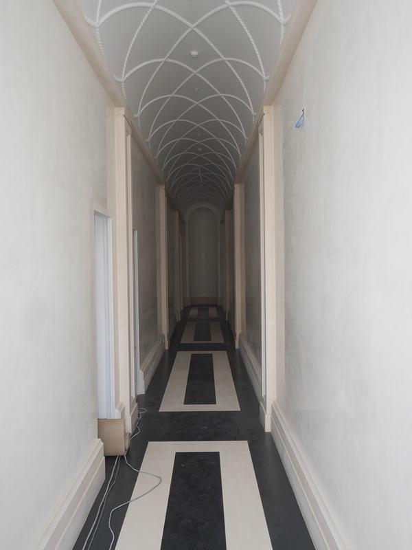 17 de 37: Pasillo que conecta Lobby con Jardín Frances y áreas comunes