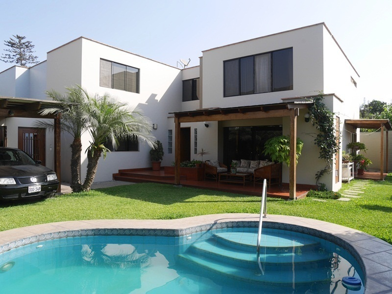 Bonita casa en venta con jardin y piscina en rinconada for Casas con jardin y piscina