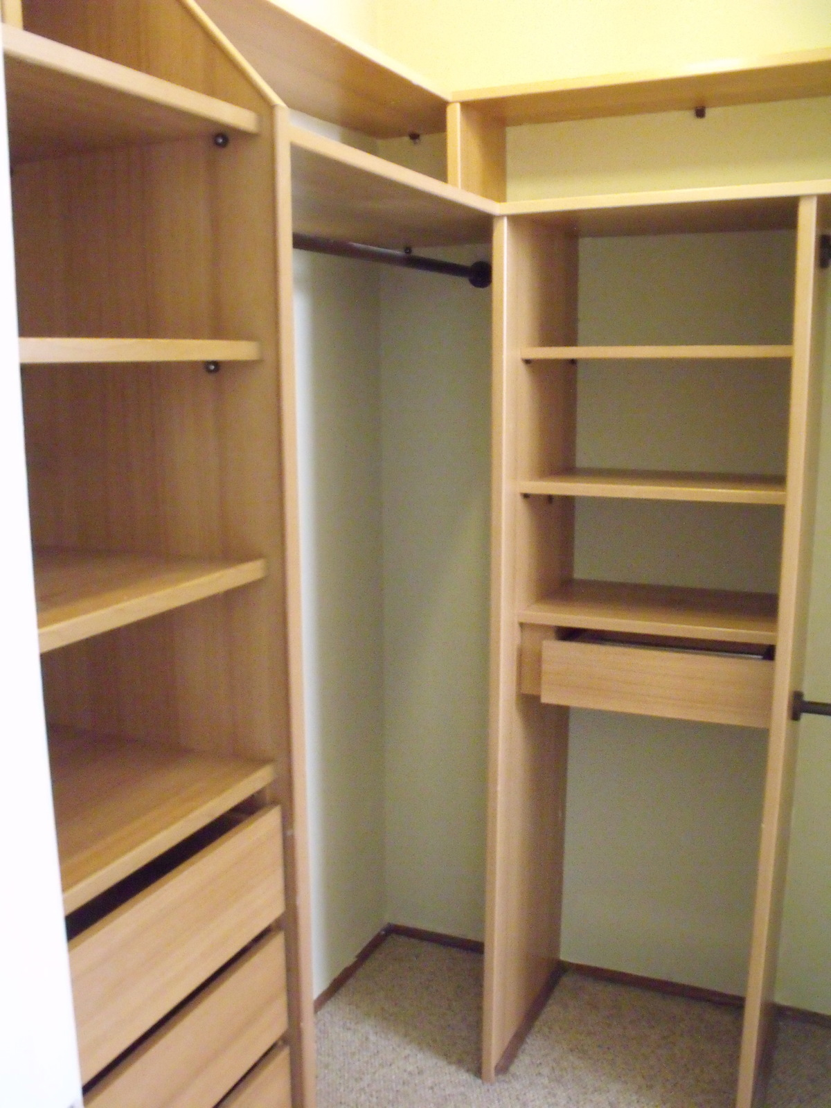 35 de 48: Walking closet dormitorio principal.