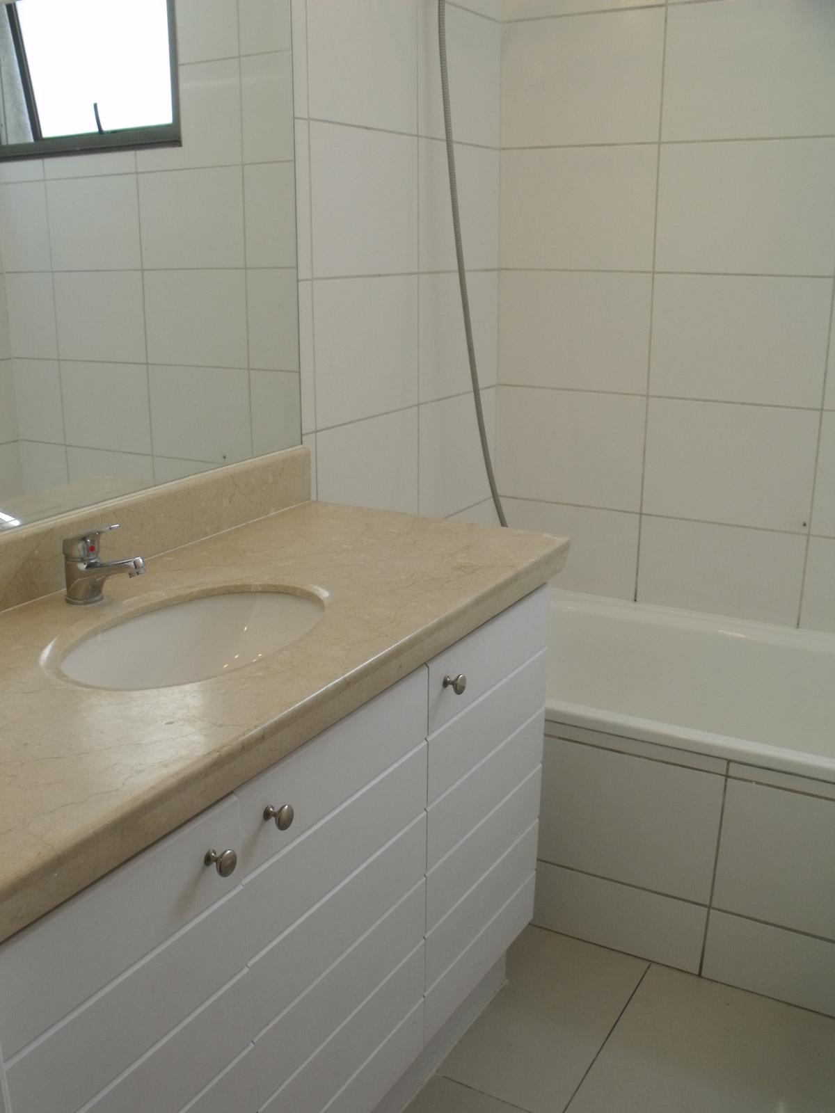36 de 48: Baño en dormitorio 1 principal (suite).
