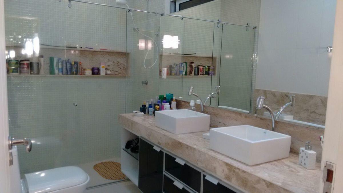 5 de 13: banheiro casal com duas bancadas