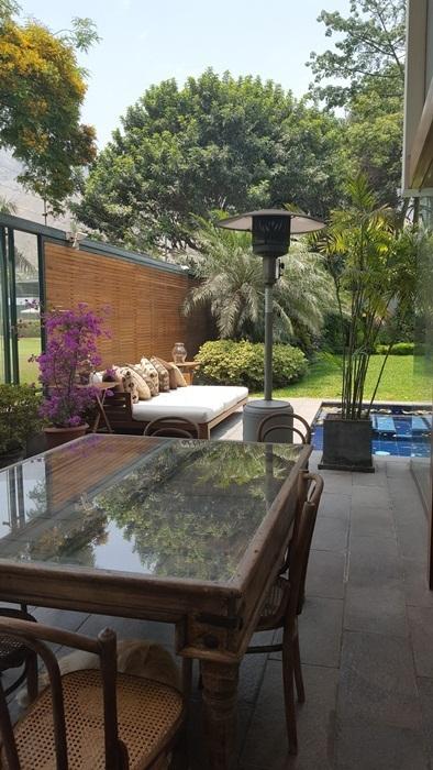 3 de 18: Terraza con piscina
