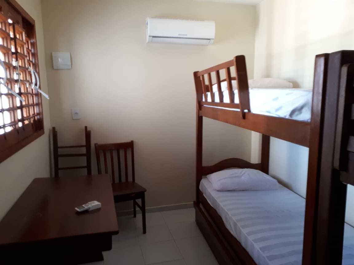 18 de 25: Ultimo quarto são duas beliches, tem um banheiro em frente