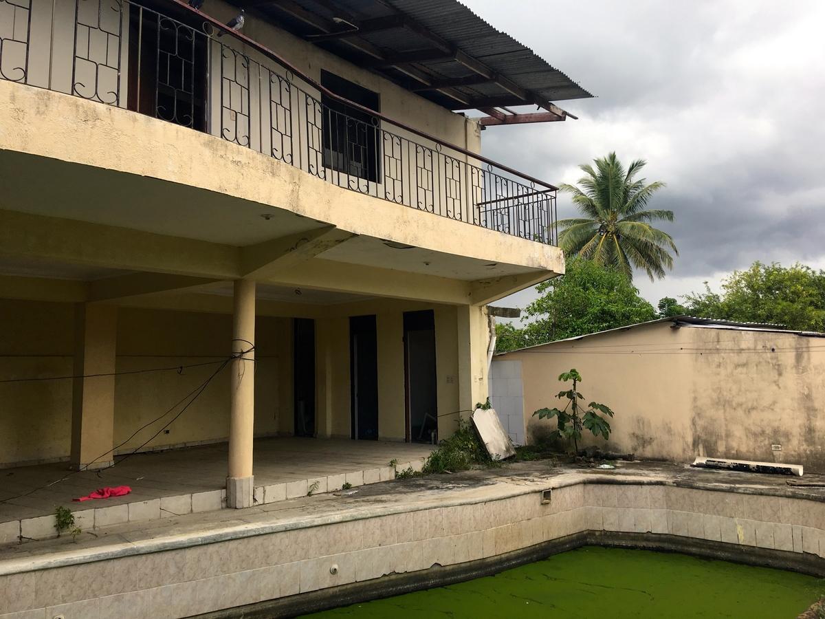 14 de 25: Area de piscina y cocina
