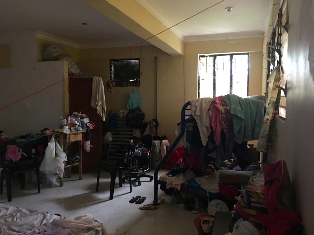 17 de 25: Habitación y cocina con reguero integrado