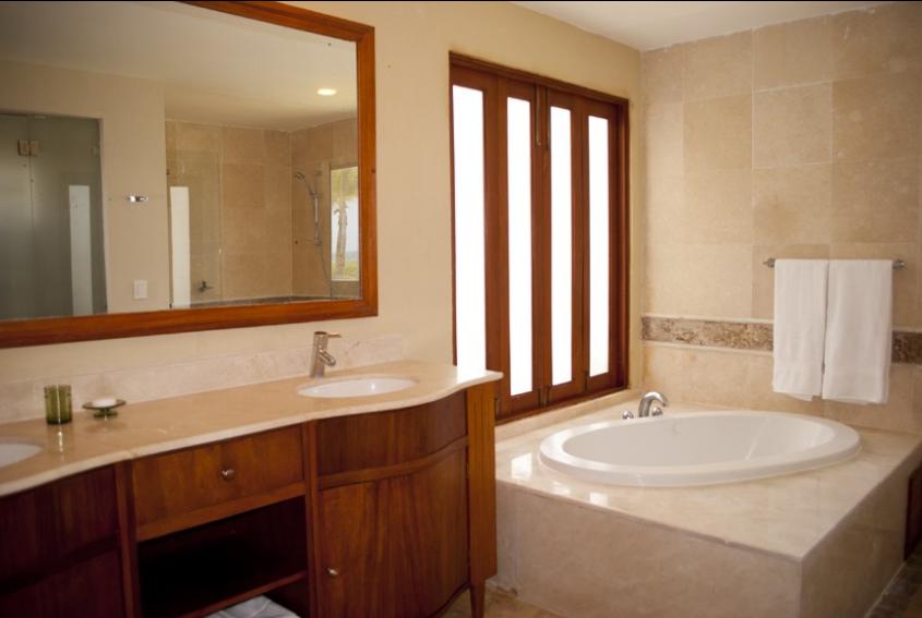 11 de 16: Master Bathroom