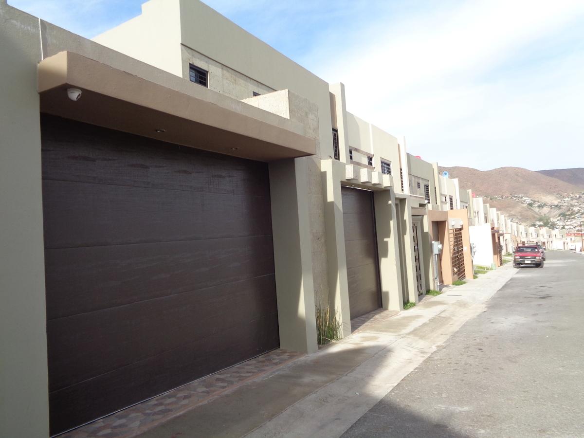 Casa en renta con gran patio en sevilla residencial for Alquiler casas urbanizacion sevilla golf