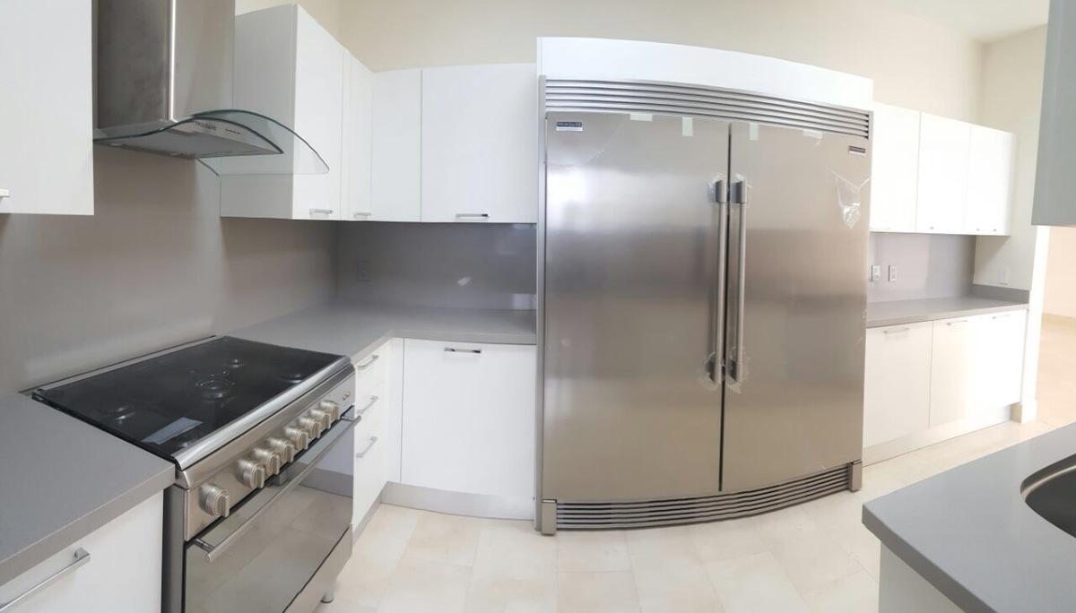 11 de 16: Cocina  totalmente equipada con electrodomésticos de primera