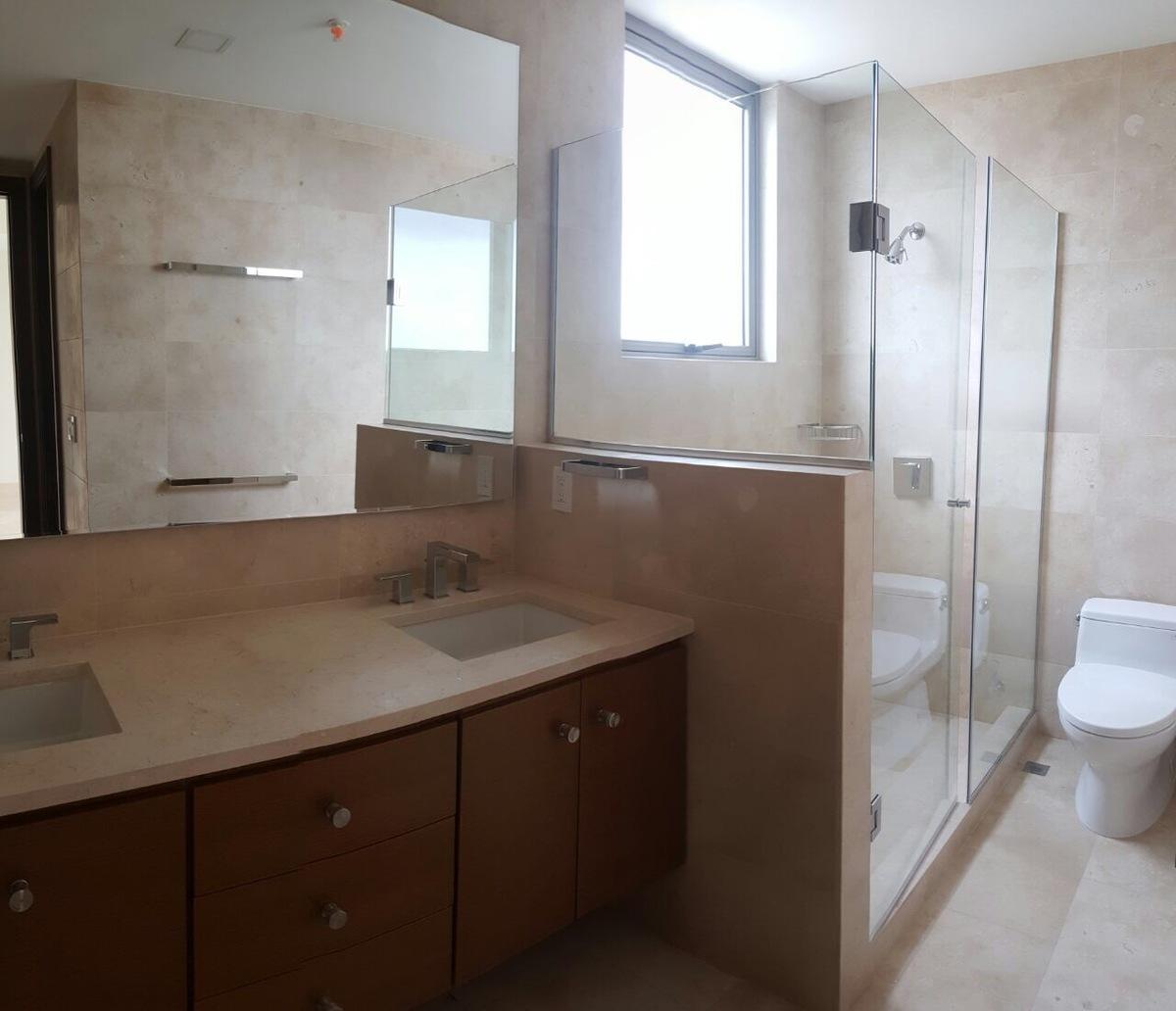 12 de 16: Baño Principal.