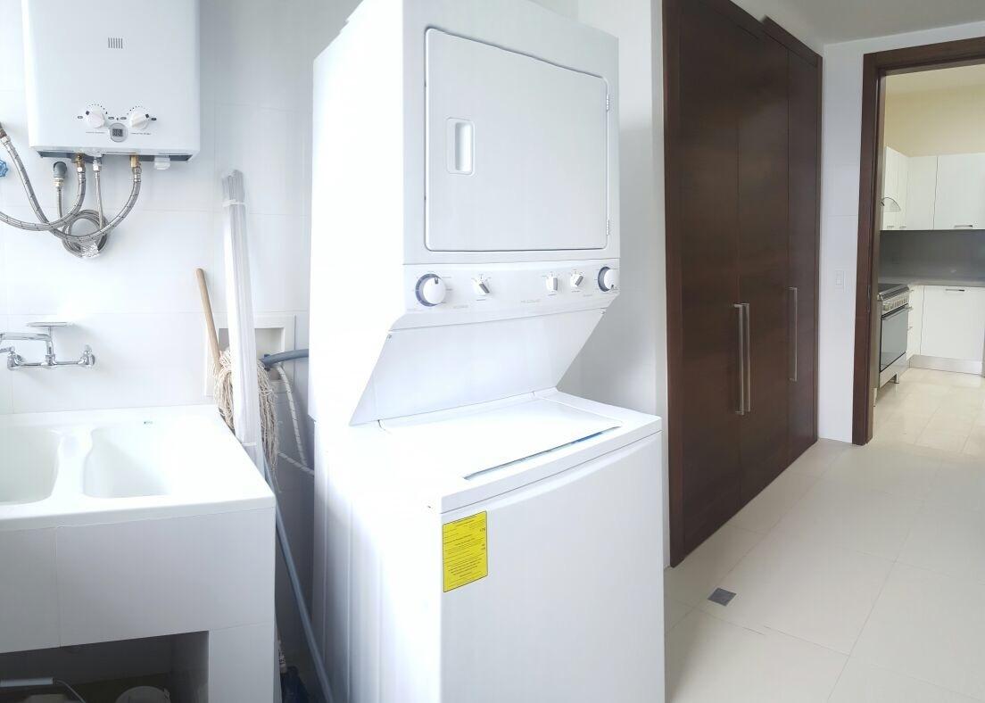 16 de 16: Amplia Zona de lavanderia completamente equipada.