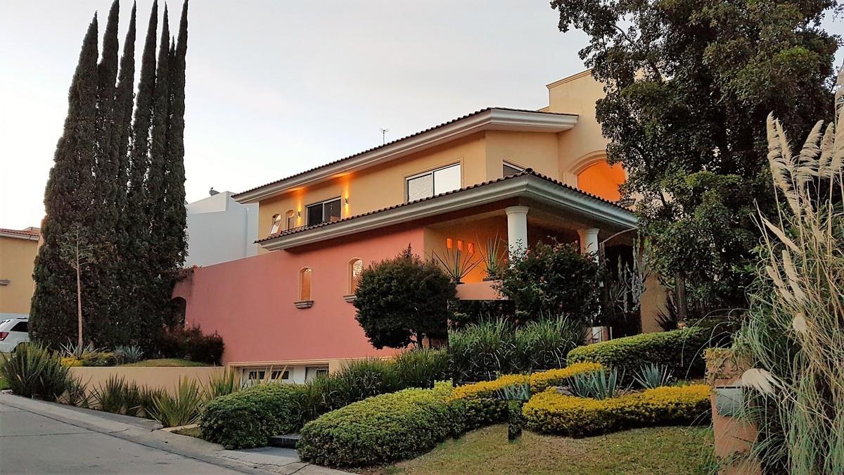 Casa estilo mexicano contemporaneo puerta dehierro lujo for Casas estilo mexicano contemporaneo fotos