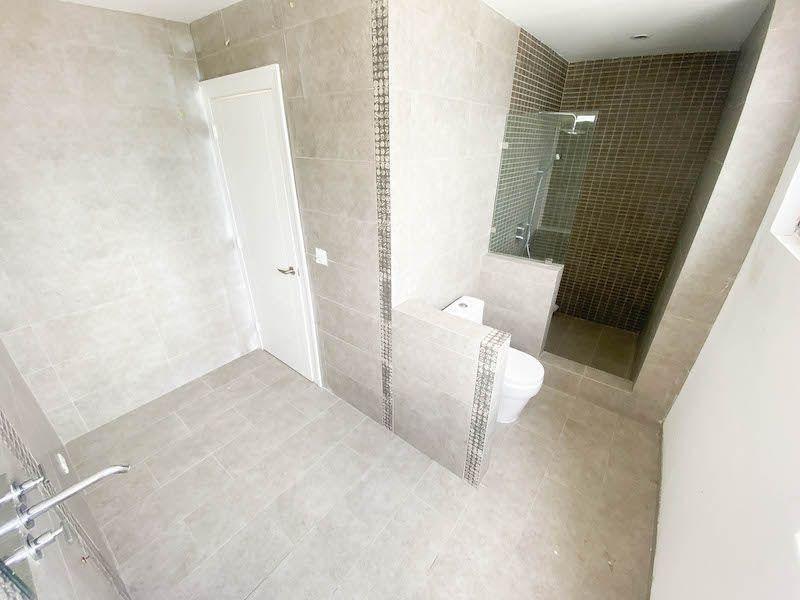 24 de 34: Baño habitación 3
