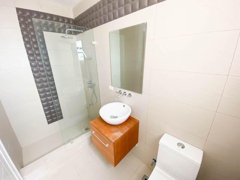 28 de 34: Baño habitación 4