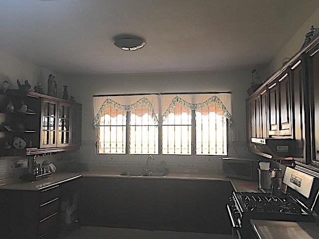 8 de 16: Cocina amplia con ventilación y Area de Pantry