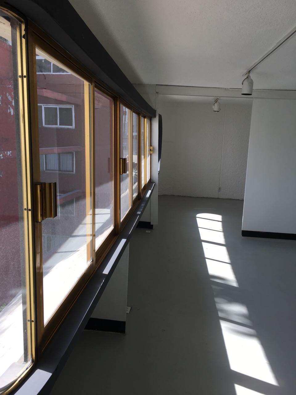 36 de 42: Vista general de oficinas.
