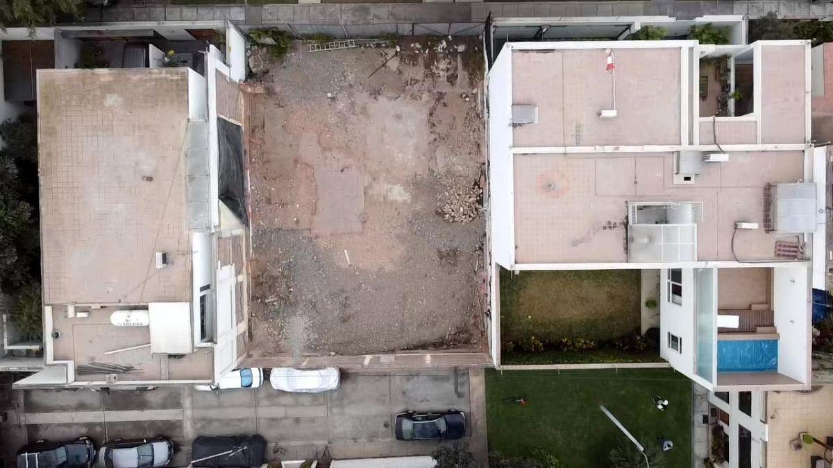3 de 11: Área Terreno de 300 m2 con gran Frente