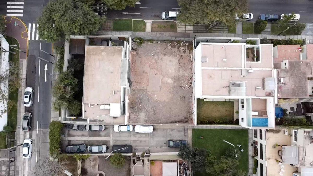 4 de 11: Terreno Limpio Colinda con Casas listas del mismo Tamaño