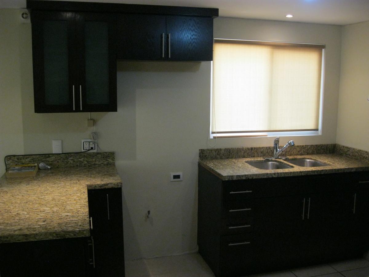 22 de 43: Cocina con cubierta de granito