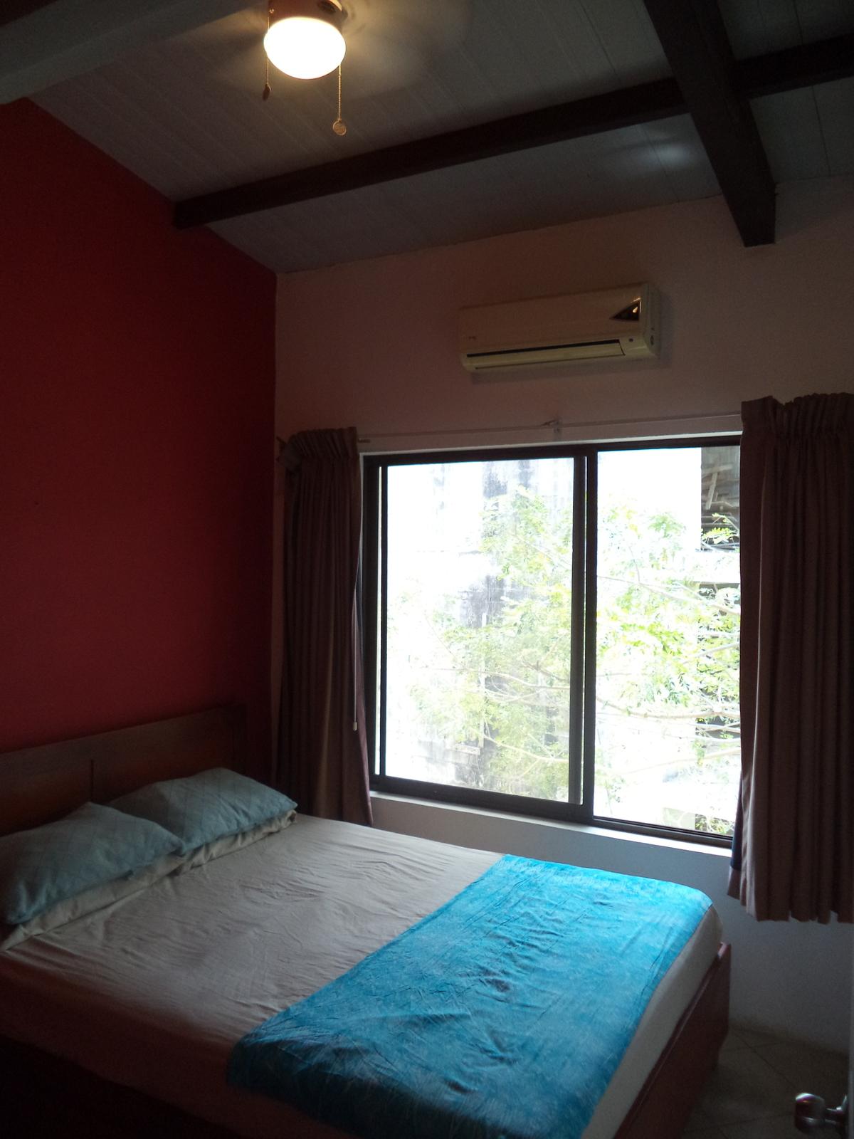 8 of 13: Guest bedroom