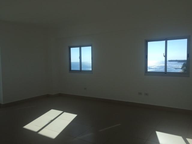 8 de 19: Habitacion Principal con ventanas
