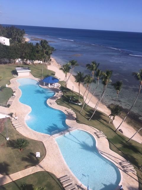 17 de 19: Vista a la playa y area de piscina