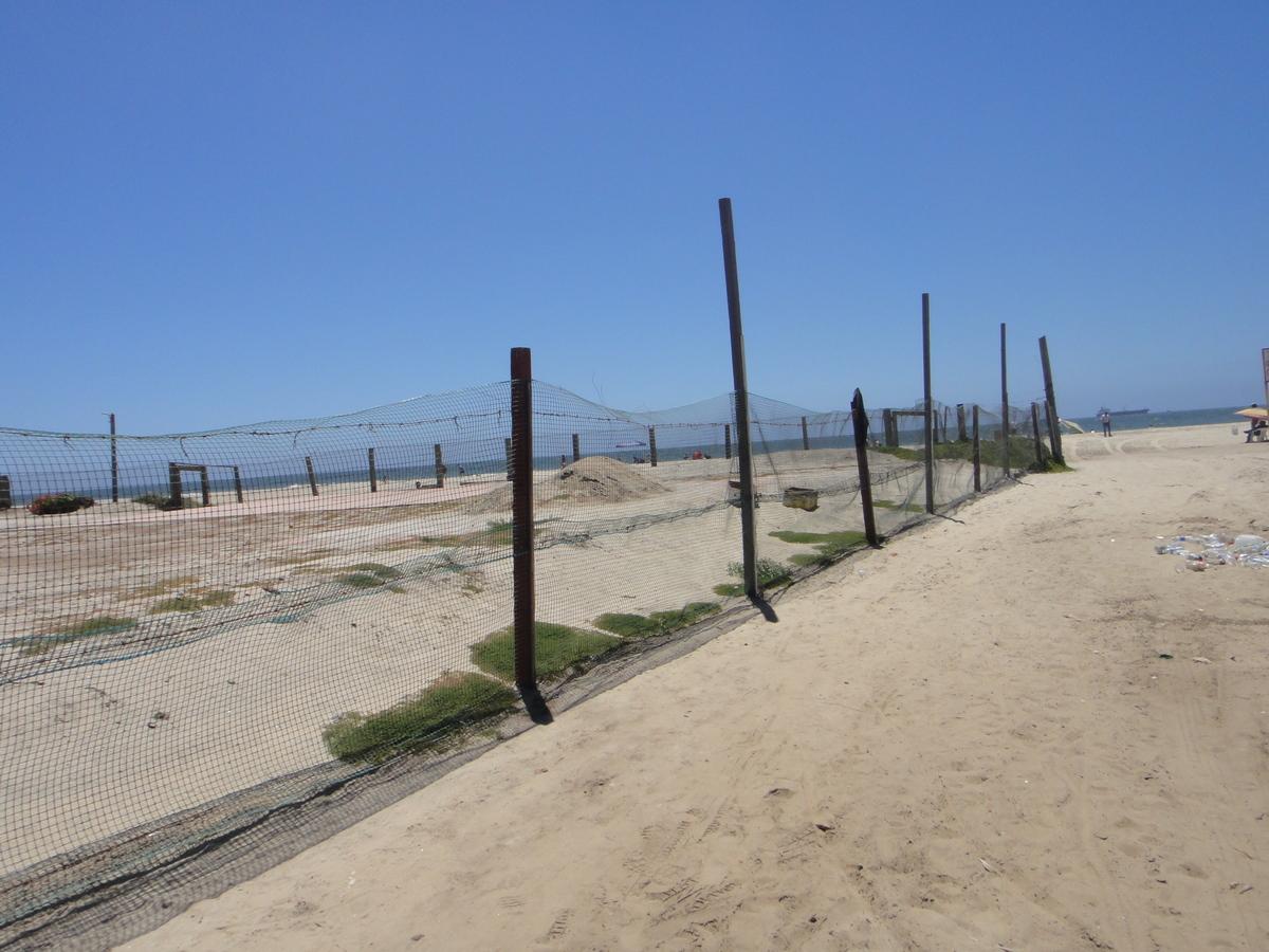 3 de 6: el terreno esta pegado a esta playa