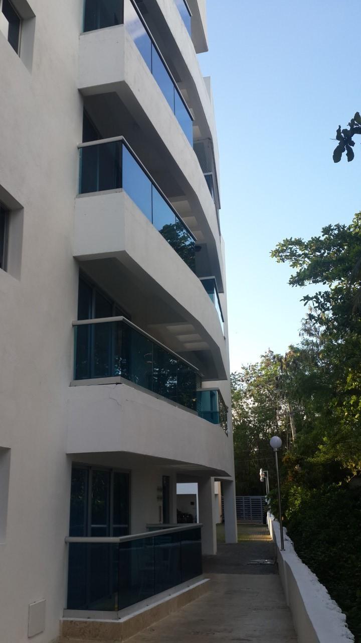 5 de 13: Vista lateral del edificio