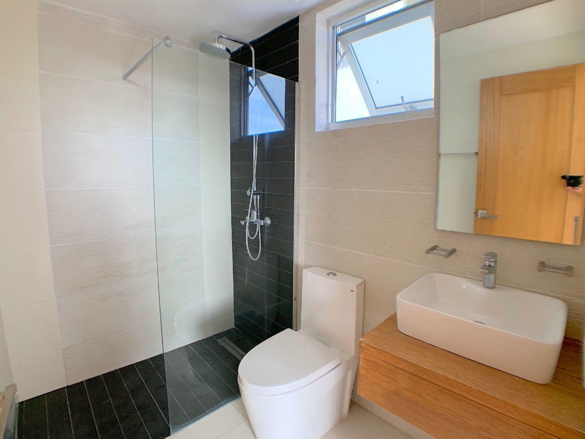 5 de 18: Baños modernos como nuevos