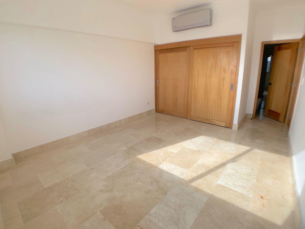 13 de 18: Habitación secundaria con baño y closet