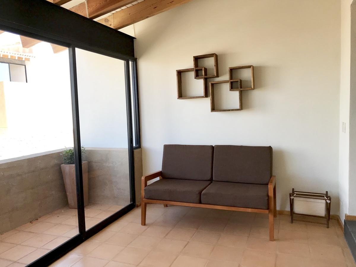 5 of 16: Terraza y vestíbulo de Recamara Principal