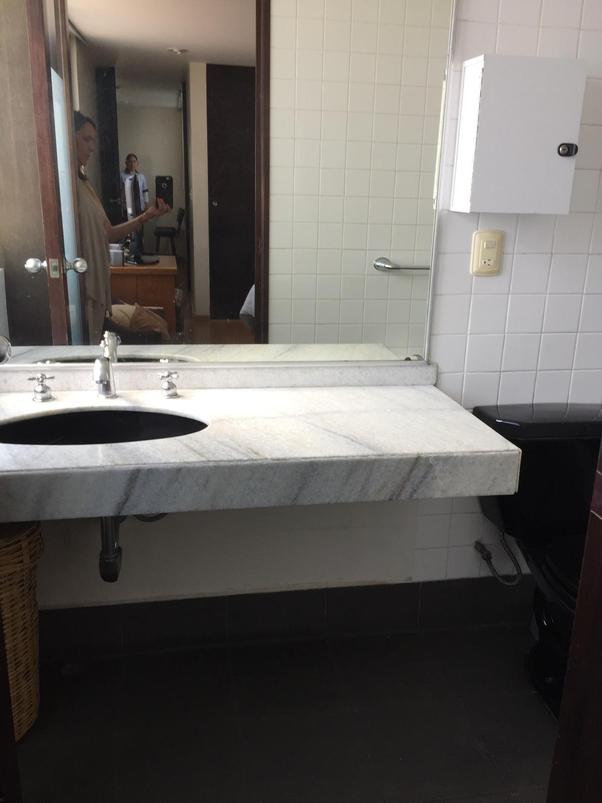 6 de 8:  Baño recámara principal
