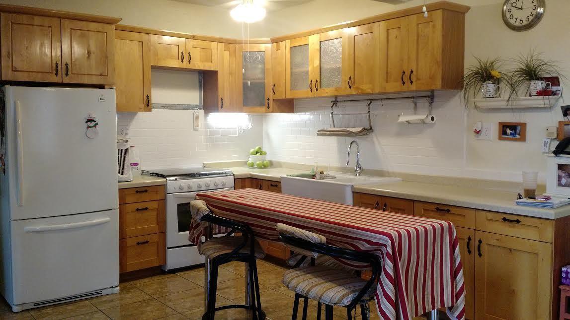 2 de 21: cocina con desayunador. Ya incluye estufa y refrigerador.
