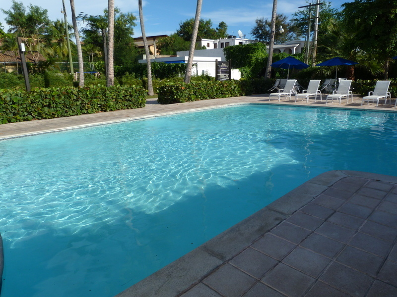 4 de 13: Vista panorámica a la piscina